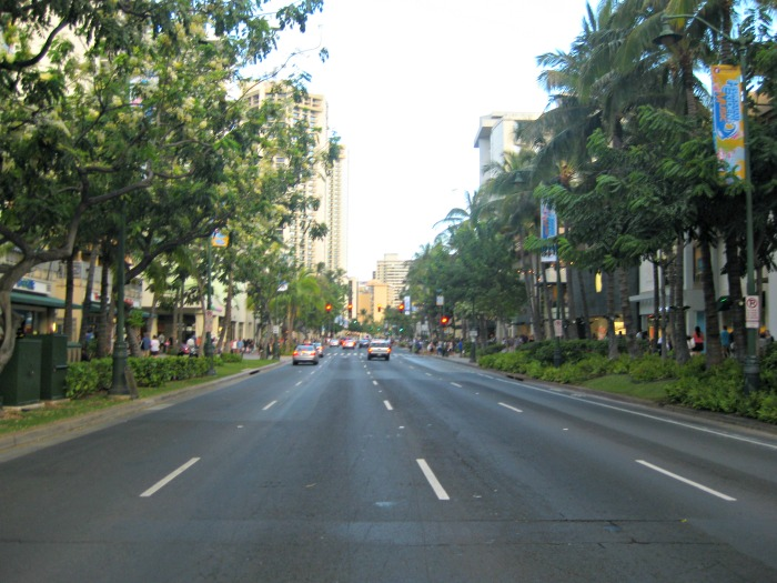 Hawaii_Oahu_Waikiki_Road